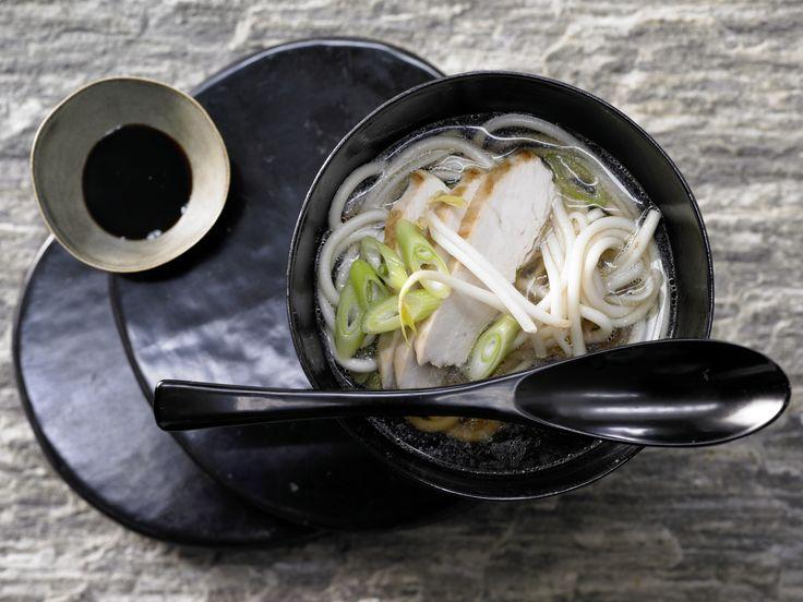 Japanische Nudelsuppe - mit Teriyaki-Hähnchenbrust - smarter - Kalorien: 412 Kcal - Zeit: 30 Min. | eatsmarter.de