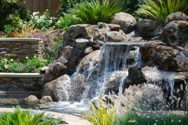 jardin avec cascade d'eau originale
