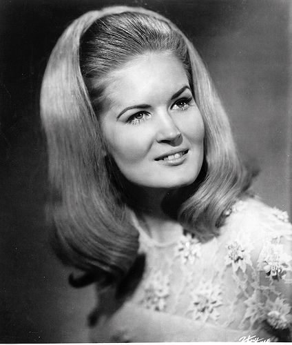 "Lynn Anderson ~ ""(I Never Promised You A Rose Garden"")"