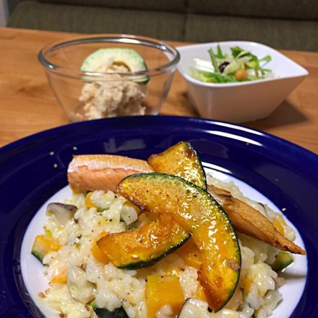 娘と二人の晩ご飯  タラモサラダをおからで作ったら、お腹の中でボンッて膨張して、お腹いっぱいになりました〜  全体的にちょっと塩分多かったかな - 76件のもぐもぐ - カボチャとキノコのクリームリゾット〜鮭ハラス添え・おからのタラモサラダ・豆と水菜のサラダ by saganecchi