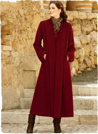 A sweeping statement in an ankle-grazing silhouette, our dramatic coat has a back pleat and luxuriously deep, buttonless shawl collar. In pl...