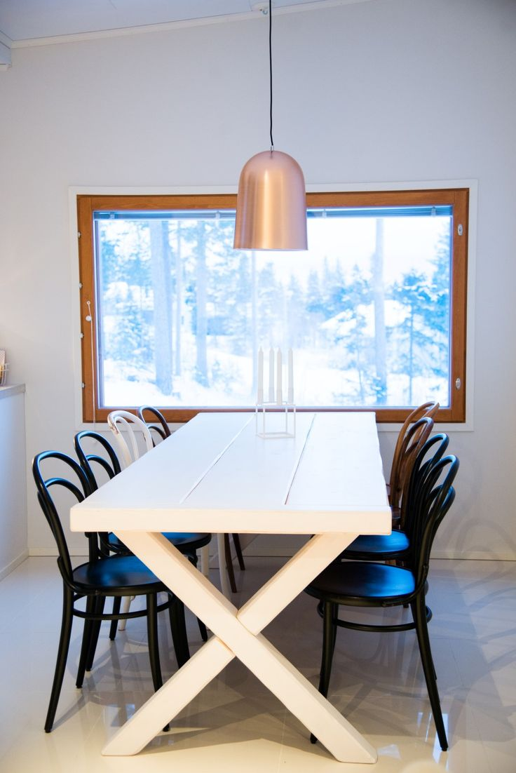 Simple chrome pendant lamp over a kitchen table designed by Finnish designer Matti Syrjälä  #sessak #sessaklighting #sessakdesign #lightingdesign #lighting #interior #Finnish design #tablelamp #hanging lamp #interiordesign