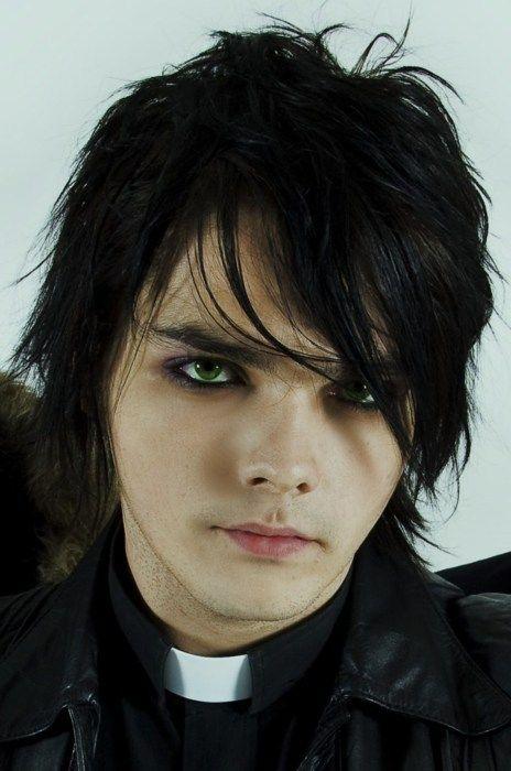 The beautiful and talented GERARD WAY everyone ♥~♥~♥~♥ his eyes look kinda green-blue