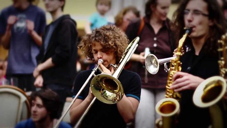 50 ans que Francis Poulenc est retourné au Paradis des musiciens. 40 ans que les enfants du Paradis font de la musique à Tours, dans les classes à horaires a...