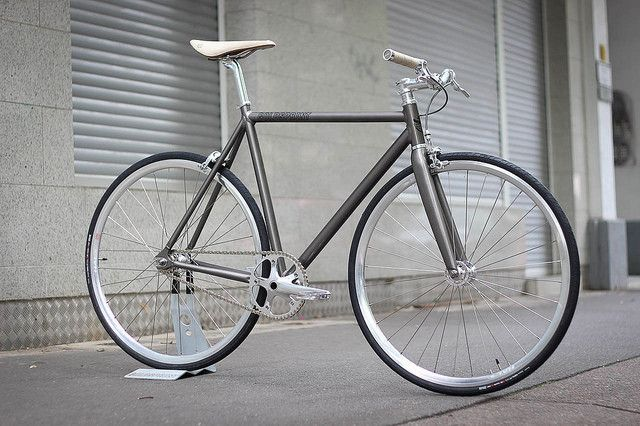 Beautiful Goldsprint Ronin with Brooks Cambium saddle and grips as a good match.