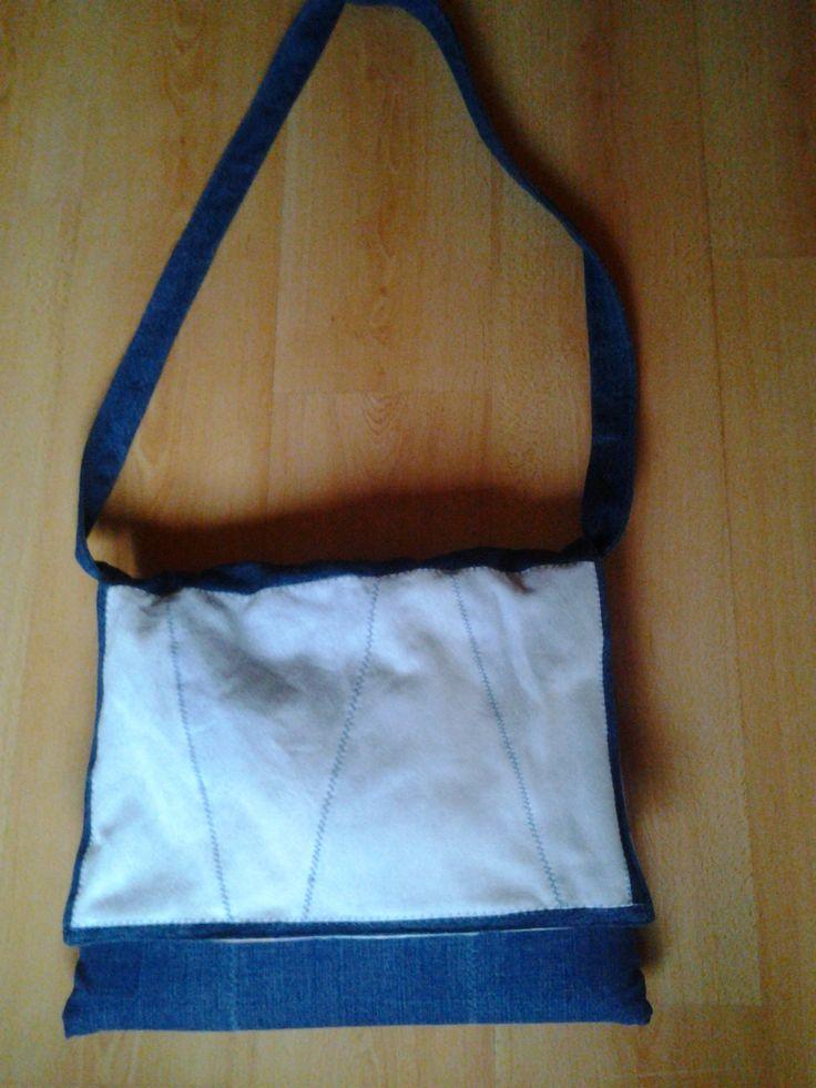 Laptop táska farmerdarabokból
