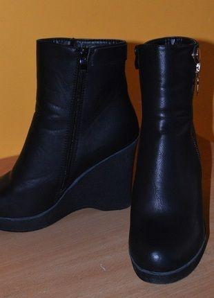 Kup mój przedmiot na #vintedpl http://www.vinted.pl/damskie-obuwie/botki/11027022-czarne-botki-na-koturnie-39