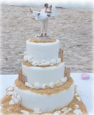 Love the toppers!: Beaches Cakes, Cakes Ideas, Beaches Theme, Cakes Toppers, Beaches Wedding Cakes, Beach Cakes, Beach Weddings, South Beaches, Cake Toppers