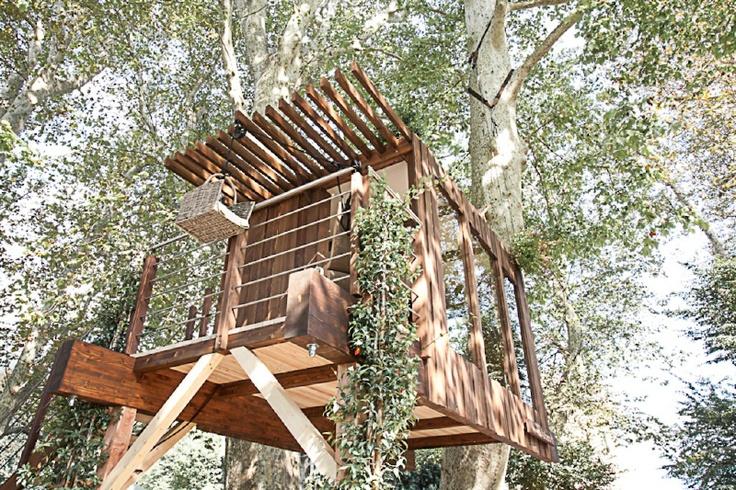 """L'azienda lombarda """"Sullalbero"""" ha concepito questo moderno loft sospeso, dal design contemporaneo completato da una piccola veranda; un versatile modulo base di circa 14 metri quadri che può essere attrezzato e modificato a seconda delle esigenze e dotato anche di servizi"""
