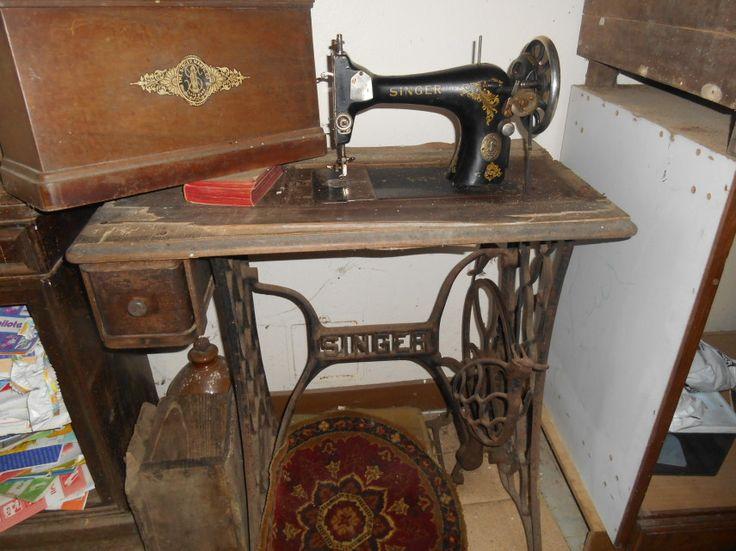 17 meilleures id es propos de vieilles machines coudre sur pinterest anciennes tables de. Black Bedroom Furniture Sets. Home Design Ideas