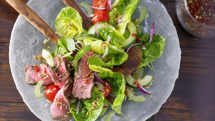 Zaubere dir Thai-Flair ins Haus: Scharfer Thai-Salat mit mariniertem Steak   http://eatsmarter.de/rezepte/scharfer-thai-salat