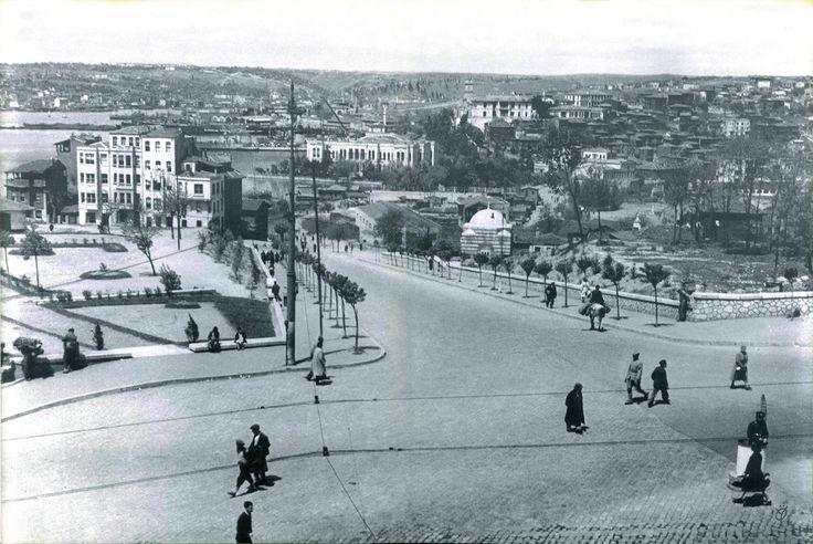 1946 yılında Şişhane  Hilmi Şahenk fotoğrafı http://ift.tt/2j0UJJi