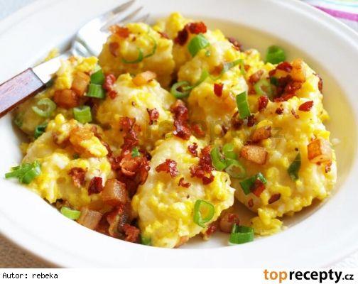 Noky s vajíčkem a slaninou