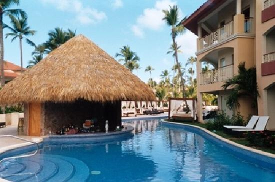 Majestic Elegance Punta Cana: The new club swim-up bar - up by the threatre