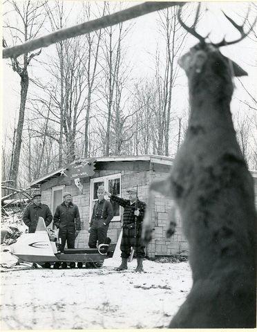 Wisconsin deer hunting http://riflescopescenter.com/category/barska-riflescope-reviews/