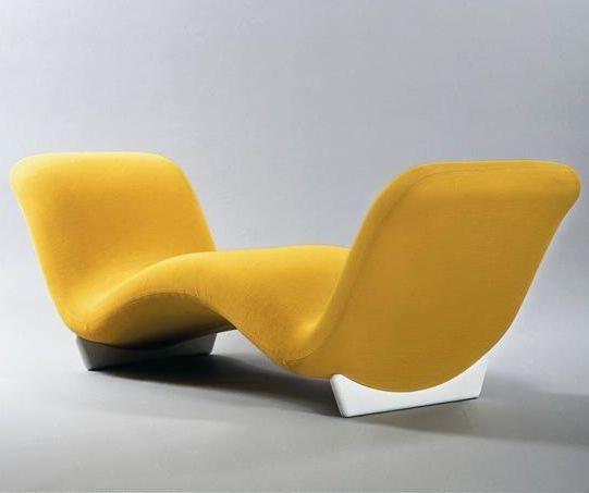 Canapé Face à face de Pierre Paulin, créé en 1968, en bois, métal, mousse et tissu (collection du Mobilier National).