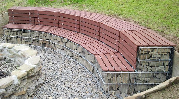 Inspirasjon | Veslemona - gabion benk med treverk i rødbrun
