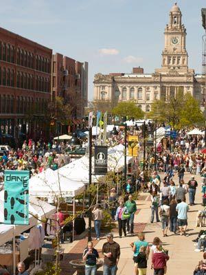 Des Moines Downtown Farmers' Market: Open Saturdays, May - October from 7am-12pm. Since it began in 1976, the Des Moines market has grown from 15 vendors to more than 200, spanning over nine city blocks and now averages 20,000 visitors each Saturday. A friendly neighborhood meetup for arts, crafts, entertainment and great food. #Farmers_Market #Iowa #Des_Moines