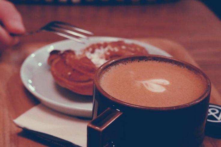 Masih ada waktu untuk bersantai di kedai kopi favoritmu atau menyeduh kopi dengan cara yang paling kau suka.  Selamat berakhir pekan pren!  # #kopi #coffee #coffeetime