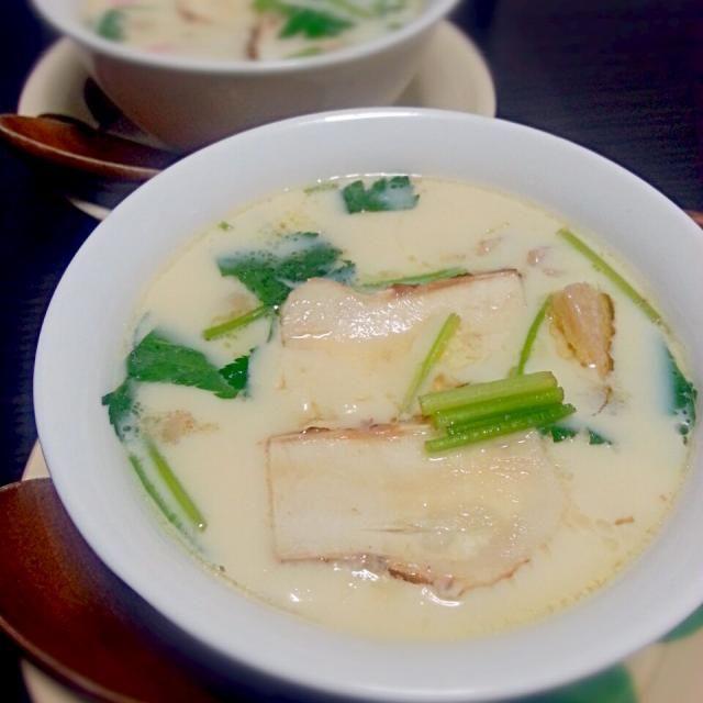 松茸を頂いたので、 松茸ご飯と茶碗蒸しにしました(^_^)/ - 9件のもぐもぐ - 松茸の茶碗蒸し by mnj22