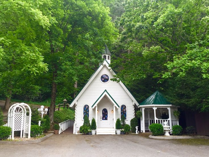 Saying I Do In A Cozy Chapel The Majestic Mountains Is Stuff Gatlinburg Wedding
