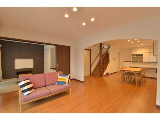 Onocom Design Center L・Dをアーチ壁でほどよく分離、和室コーナーは、お昼寝にも客間にもちょうどいい大きさ。