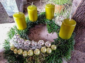 grüne Eleganz  #Adventskranz   #Advent   #Weihnachten   #Kerzen   #grün   #Floristik    EBK-Blumenmönche Blumenhaus – Google+