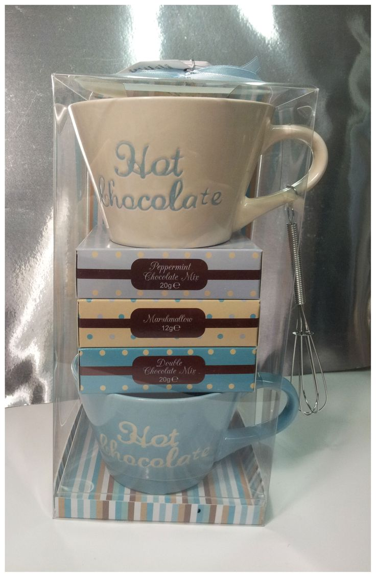 HOT CHOCO GIFT SET 2  Mix per cioccolata, mix per cioccolata alla menta, due tazze, frustina e marshmallows