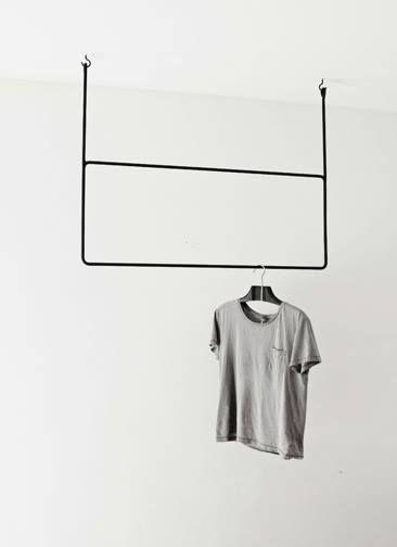 Diese hängende Garderobe von Annaleena verkörpert das minimalistische Gefühl daheim. Hier entdecken und kaufen: http://sturbock.me/5z5