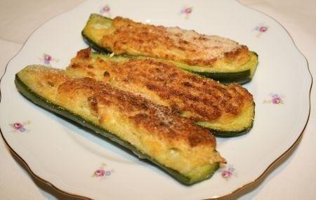 Ecco una versione rigorosamente vegetariana delle zucchine ripiene, leggera e molto gustosa