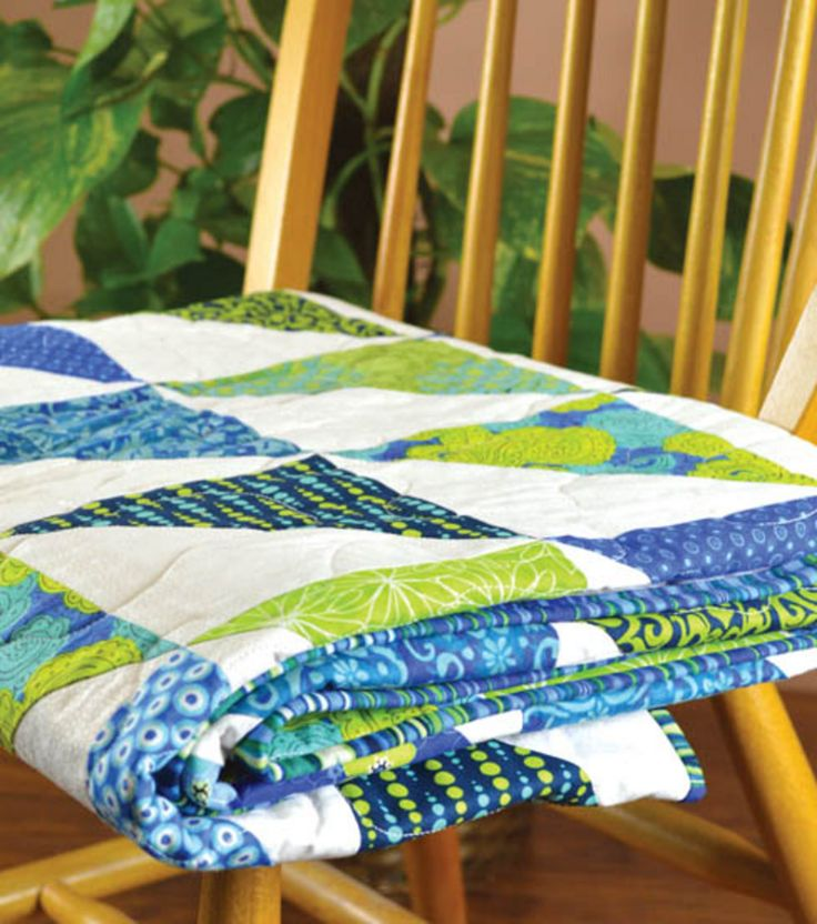 What colors would you choose for this half square #quilt? Blues and greens? Reds and oranges? Yellow & gray?
