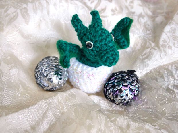 Crochet Dragon Eggs with Baby Dragon  - Free Amigurumi Pattern here:  http://www.instructables.com/id/Crochet-Dragon-Eggs-with-Baby-Dragon/?ALLSTEPS