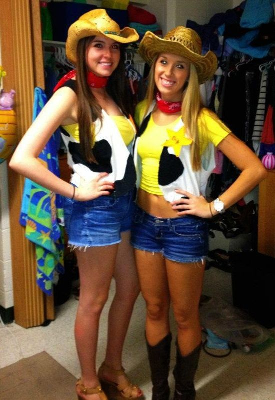 have matching costumes with your best friend - Awesome College Halloween Costumes