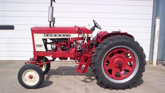 1961 Farmall 504 | Mecum Auctions