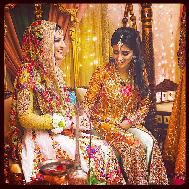 #smiles #Mehndi #colours #sister #love #loveyou #pakistani #weddings #tb #missthis #FarahTalibAziz @farahtalibazizdh @nomiansari