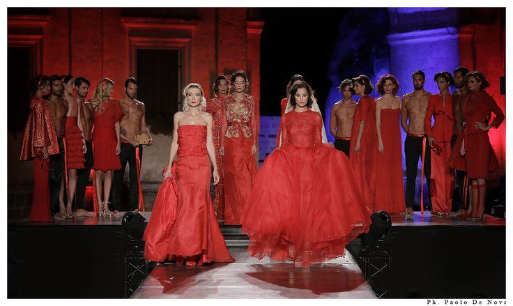 Premio Moda Città dei Sassi 2016 - Matera Piazza San Pietro Caveoso Rosso è  il colore simbolo della passione. Il rosso ti fa pensare ad un mazzo di rose, ad un cuore innamorato ed alla voglia di amare ardentemente. Il rosso è il colore del desiderio, dell'eleganza, della sensualità,  della vita, dell'amore. Il rosso è il colore del lusso ed il lusso è la splendida ossessione dell'Alta Moda di Michele Miglionico.