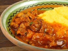 Tocanita din carne de porc (Pork Stew with Corn Mush)
