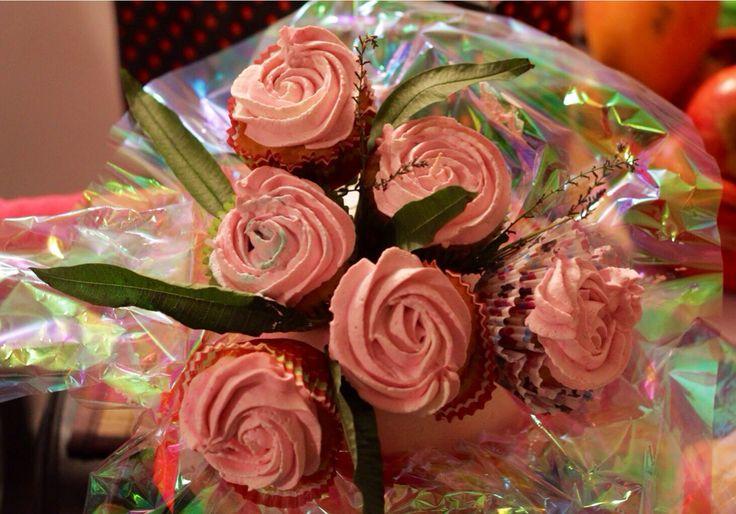Bouquet de rosas en cupcakes. Tornasol.