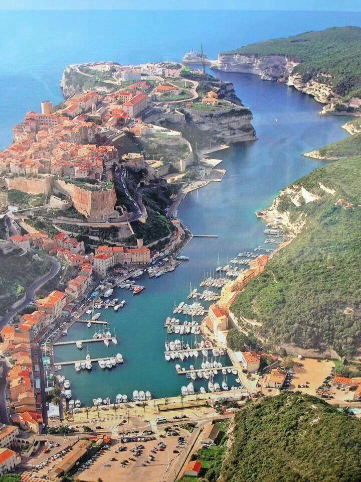 Magnifique port de la Corse du Sud.