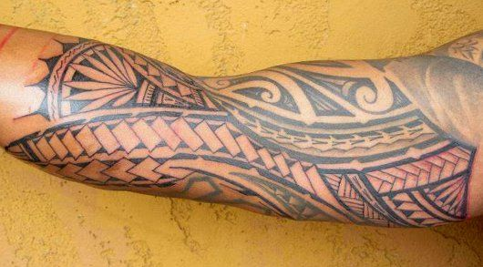 tatouage,avant,bras,tribal,maori,coude,biceps,files,bandes,symboles,motifs,modele,dessins,tressages,polynesiens,men,forearm,tattoo