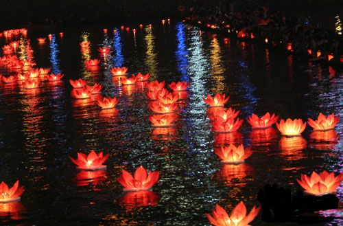 Floating Paper Lanterns. Isn't there a way to do this in an