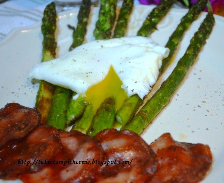Smak, zapach, kolor, tradycja z nutką nowoczesności...: Szparagi grillowane z jajkiem w koszulce i chipsam...