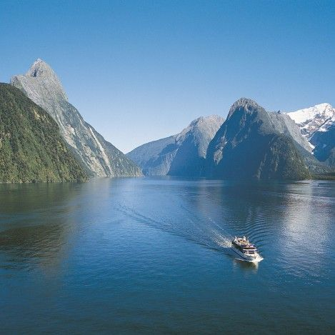 Milford Sound: Nature Cruise. Take the day trip to the most famous fiord in Fiordland. #UltimateQueenstown