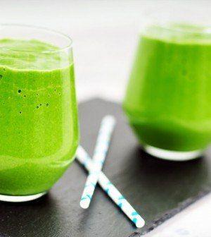 Ijskoude spinazie-banaan-yoghurt smoothie.  Detox, recepten, ontbijt