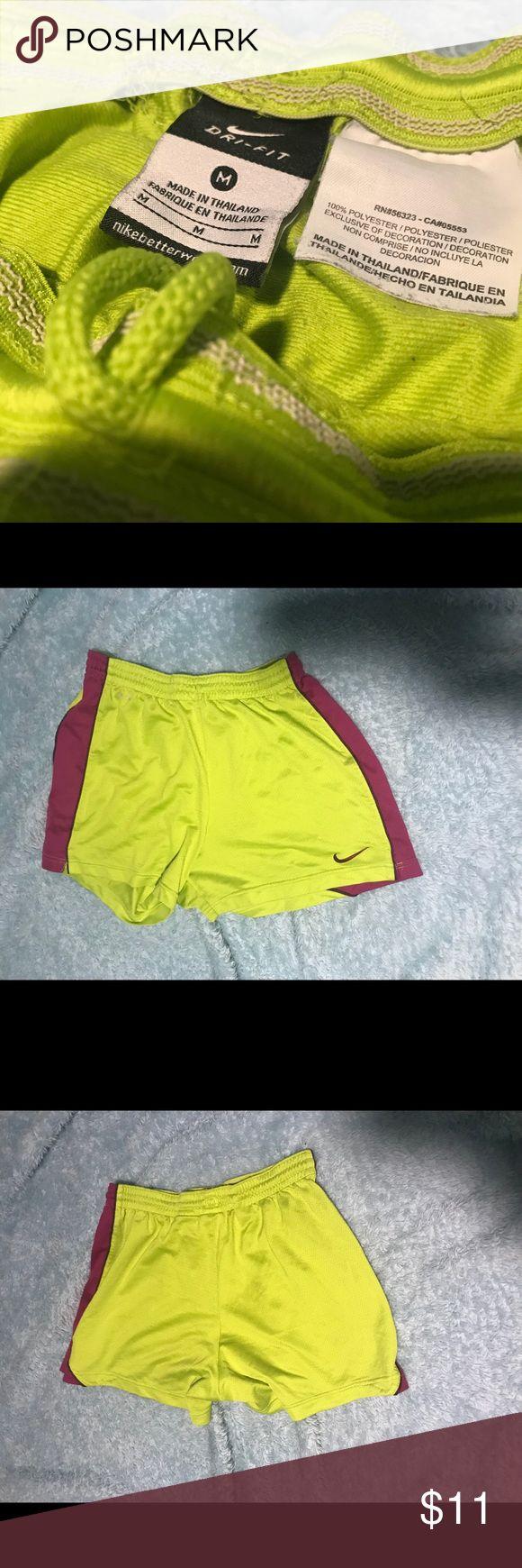 Nike Dri-Fit Shorts Nike Dri-Fit Shorts, grün mit lila Seiten. GUC, Größe …   – My Posh Picks