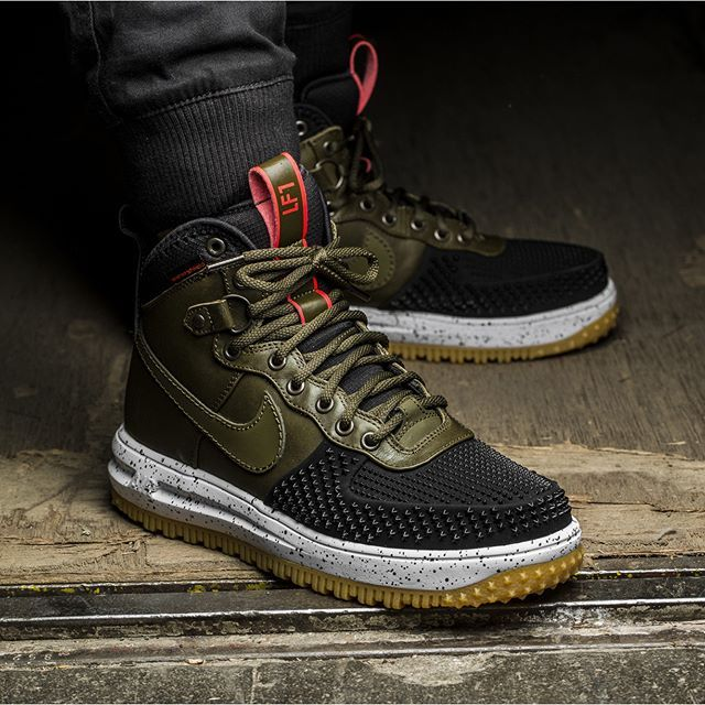 Nike gives more teeth to the Lunar Force 1 Sneakerboot. This duckboot  variant has rubber spikes on its toecap, Water-shield protection on its  upper…