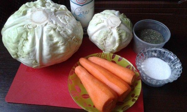 Я всегда сама солю капусту только так, она получается вкусная, хрустящая. РЕЦЕПТ: Капуста свежая белокочанная 4 кг. Морковь от 3 до 5 шт. Соль 4 ст.л без большой горки…