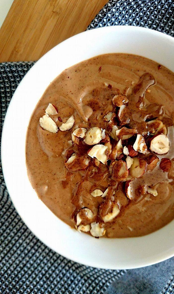 Smoothie bowl crémeux au cacao et noisettes ! Sans gluten, sans lactose, Vegan et healthy ! Plaisir assuré !