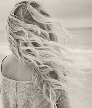 DIY Beach Waves Hair Spray! Mix together in a spray bottle: 2 cups warm water 1 tablespoon sea salt 1 tablespoon coconut oil Spray on wet hair, and your off! @ The Beauty ThesisThe Beauty Thesis