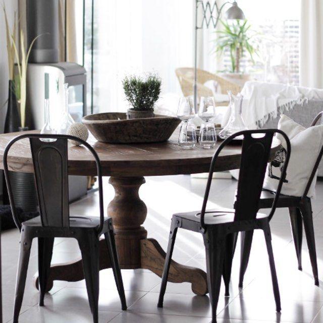 [ #lakewoodliving ] ett runt matbord gör otrolig skillnad vid middagarna. Mycket mer socialt än att sitta på led. Så har ni plats tycker jag definitivt att ni ska satsa på ett runt bord. Jag har själv ett svart men älskar detta bordet Delray som ni hittar i webshopen. LAKEWOODLIVING•SE